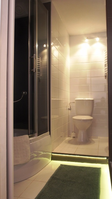 White Side Holidays Apartment - Bathroom