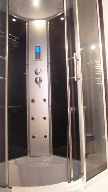 White Side Holidays Apartment - Shower Unit